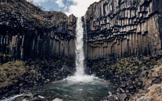 Cascada de Svartifoss, islandia - Arctic Yetii | namasteviajes.com