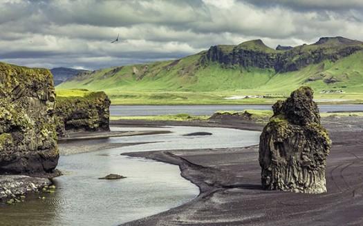Playas de arena negra, Vík (Islandia) - Arctic Yeti | namasteviajes.com